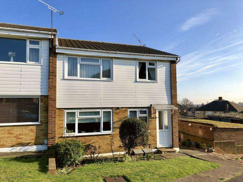 2 Bedrooms Ground Flat for sale in Gresham Close, Bexley