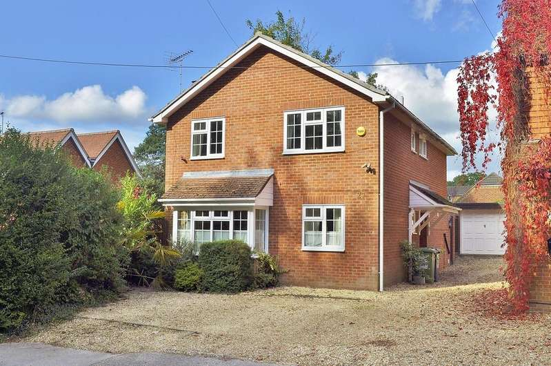 4 Bedrooms Detached House for sale in Whitehill, Bordon
