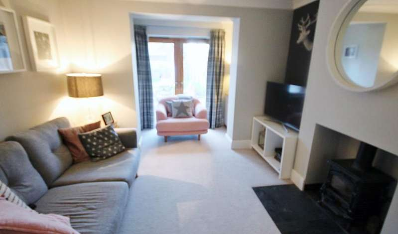 3 Bedrooms Semi Detached House for rent in Lime Tree Road, Shefford, SG17