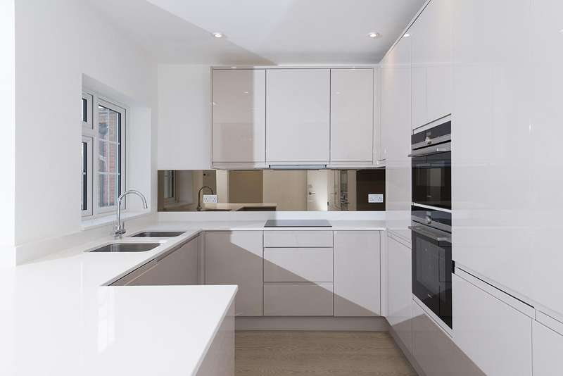 3 Bedrooms Flat for sale in Ravenscroft Avenue, NW11