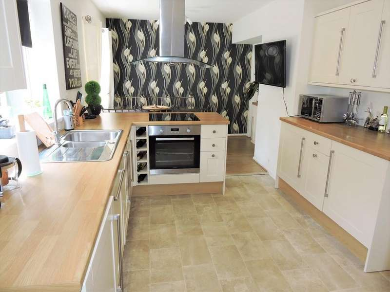 3 Bedrooms Semi Detached House for sale in Farringdon Crescent, Preston