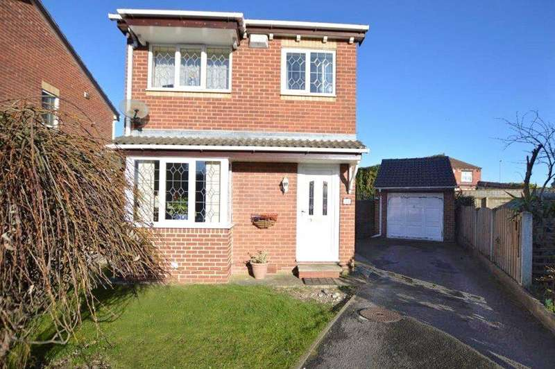 3 Bedrooms Detached House for sale in Blackgates Crescent, Tingley, Wakefield
