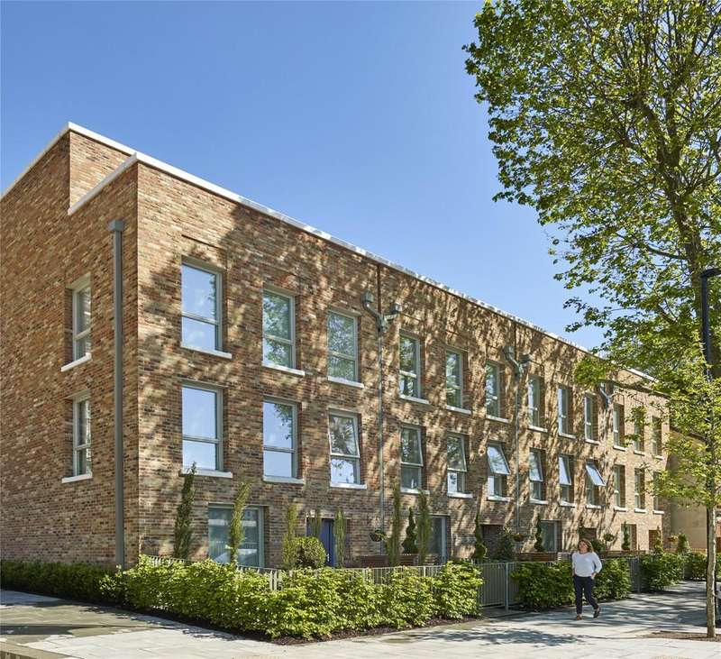 4 Bedrooms Terraced House for sale in Acton Gardens, London, W3