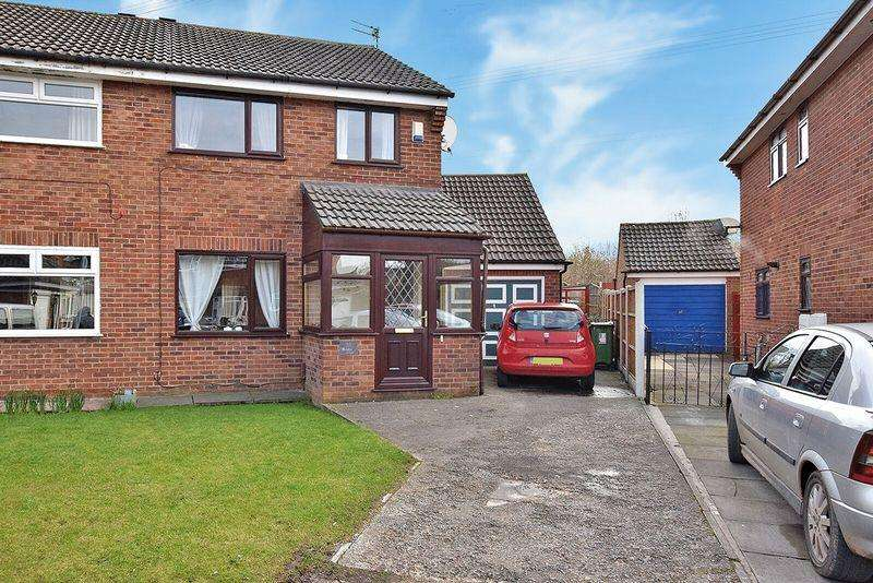 3 Bedrooms Semi Detached House for sale in Whimbrel Close, Beechwood