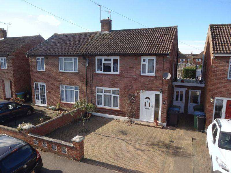 3 Bedrooms Semi Detached House for sale in Clyston Road, Watford
