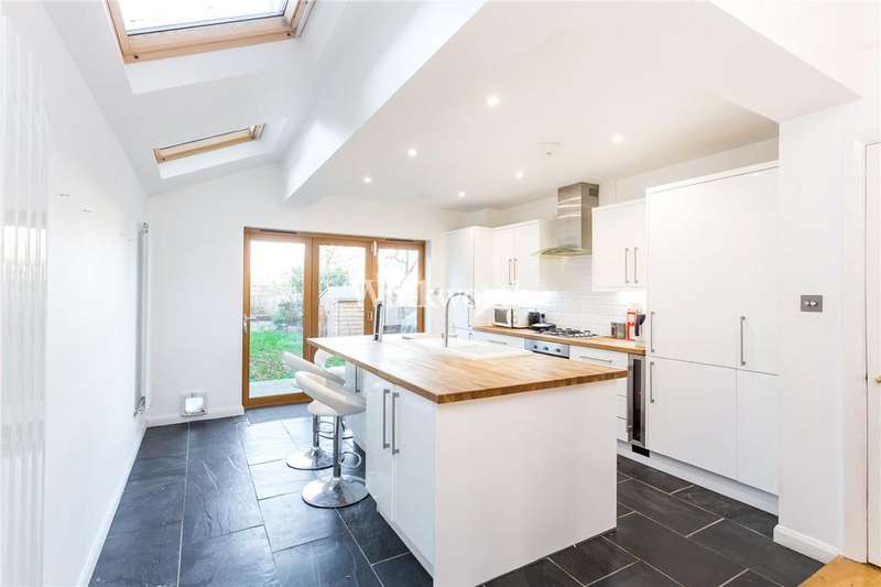 3 Bedrooms House for sale in Sandford Avenue, London, N22