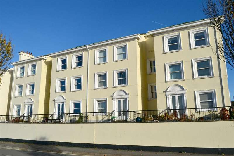 2 Bedrooms Flat for sale in Taw Vale, Barnstaple
