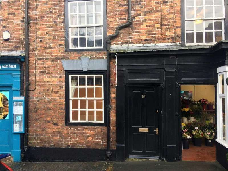 3 Bedrooms Terraced House for rent in High Street, Cleobury Mortimer, DY14