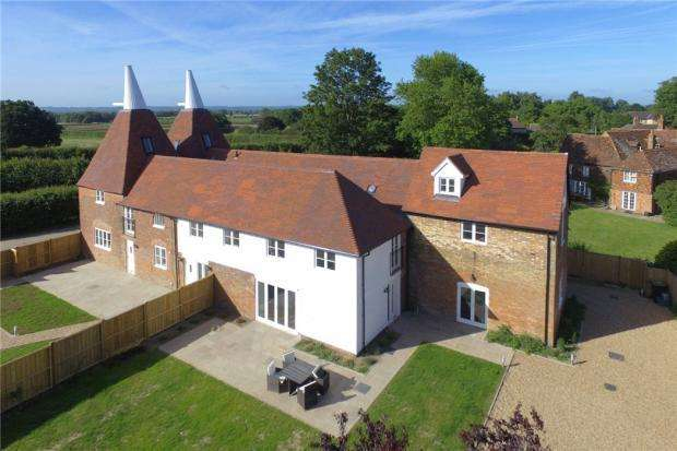 5 Bedrooms Semi Detached House for sale in Maidstone Road, Hadlow