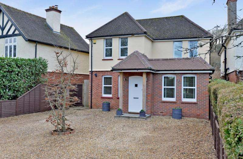 4 Bedrooms Detached House for sale in Birtley Road, Bramley, Guildford