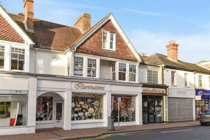 2 Bedrooms Flat for sale in Princess Way, Camberley, Surrey