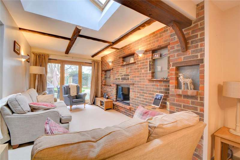 3 Bedrooms Flat for sale in Haslemere Road, Liphook, Hampshire