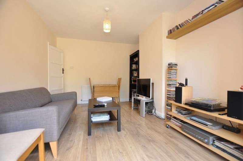 2 Bedrooms Ground Flat for sale in Onslow Gardens, South Woodford