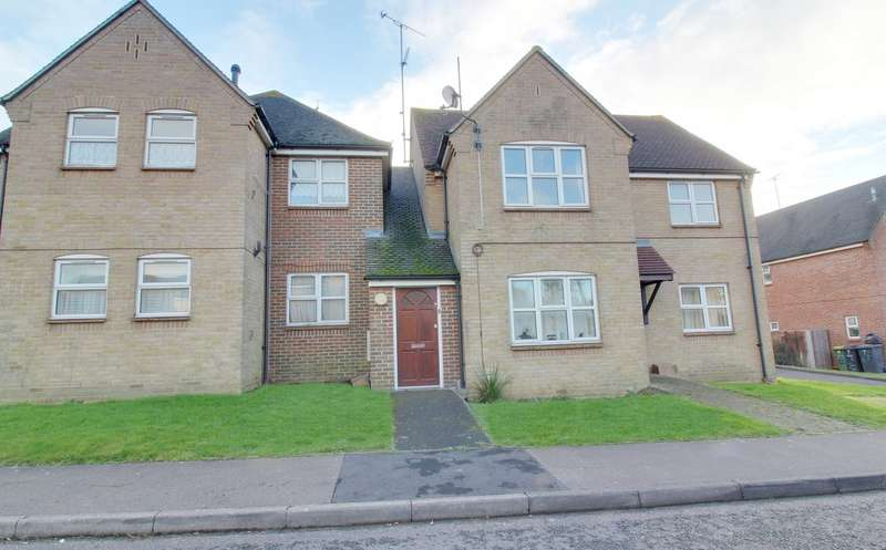 2 Bedrooms Flat for rent in St Marks Field, Rochford SS4