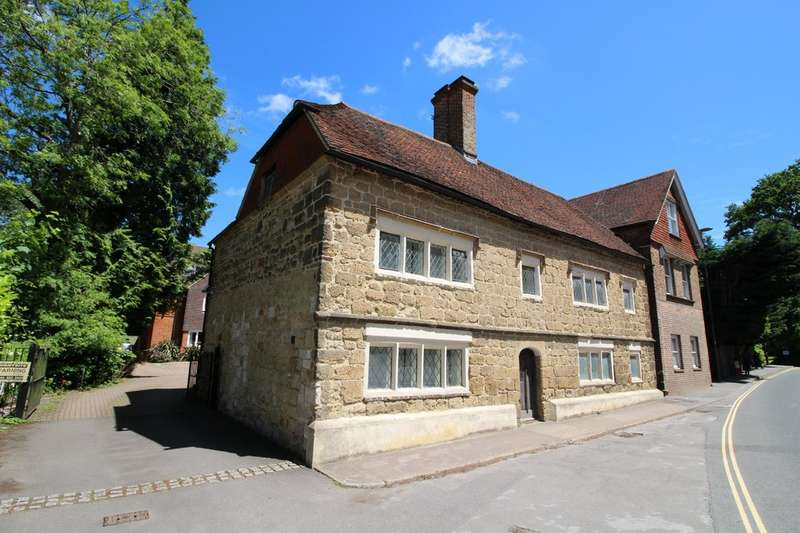 2 Bedrooms Semi Detached House for rent in Lower Street, Haslemere GU27