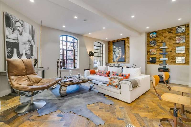 2 Bedrooms Flat for sale in Mandeville Courtyard, 142 Battersea Park Road, London, SW11