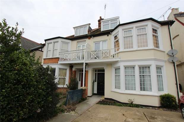 2 Bedrooms Flat for sale in Whitefriars Crescent, Westcliff-on-Sea, Essex
