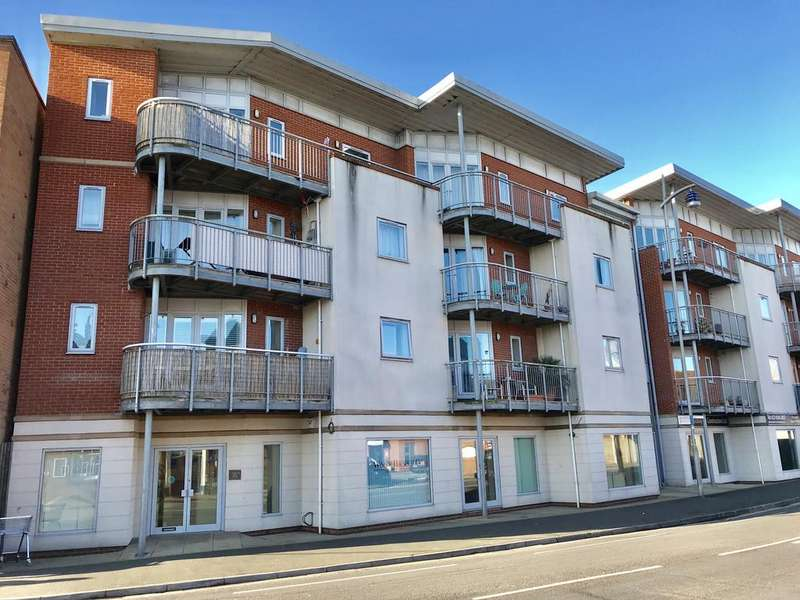 2 Bedrooms Apartment Flat for sale in Warrior Court, Gosport PO12