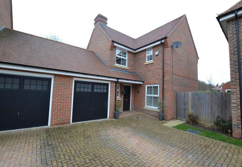 4 Bedrooms Link Detached House for sale in Bell Hill Close, Billericay, Essex, CM12