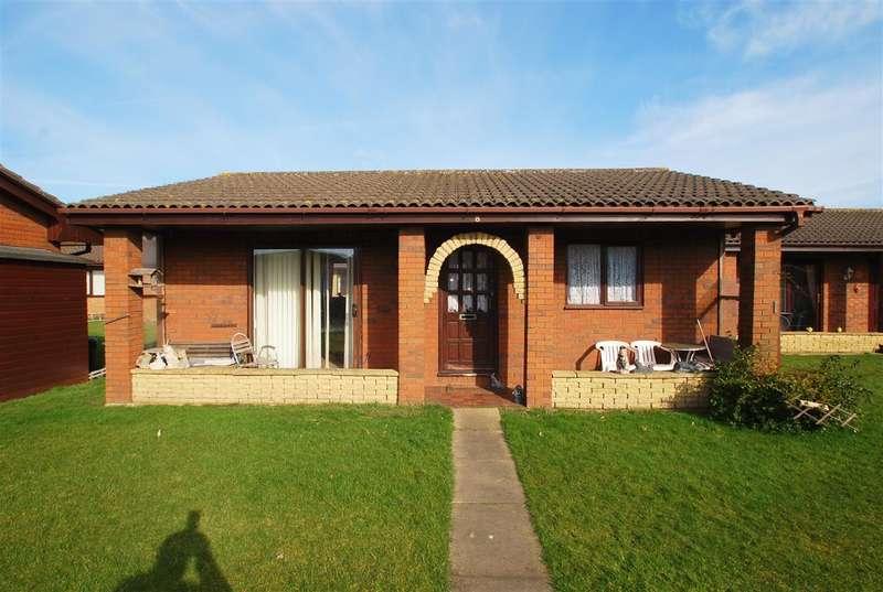 2 Bedrooms Bungalow for sale in Eastfield Park, Chapel St Leonards, Skegness