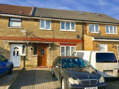 3 Bedrooms House for sale in Hainault, Ilford, Essex