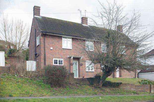 3 Bedrooms Semi Detached House for sale in Banstead, Surrey, England