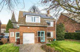 3 Bedrooms Detached House for sale in St. Catherines Drive, Faversham
