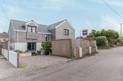 3 Bedrooms Detached House for sale in St. Day, Redruth, Cornwall