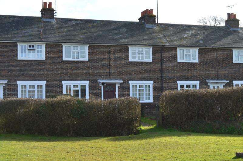3 Bedrooms Terraced House for rent in High Cross Cottages, Twineham Lane, Albourne BN6