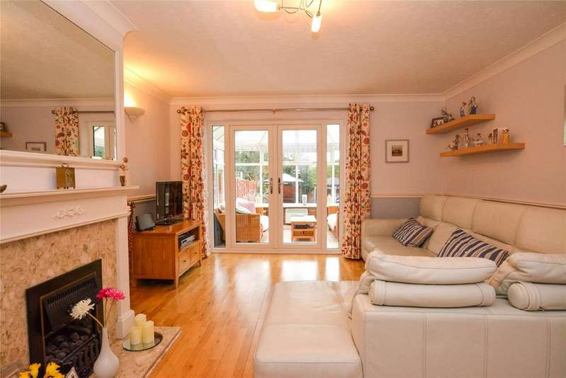 4 Bedrooms Detached House for sale in Westwick Place, Watford, Hertfordshire, WD25