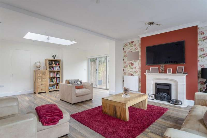 5 Bedrooms Detached House for sale in Bayford Way, Stansted Mountfitchet, Essex