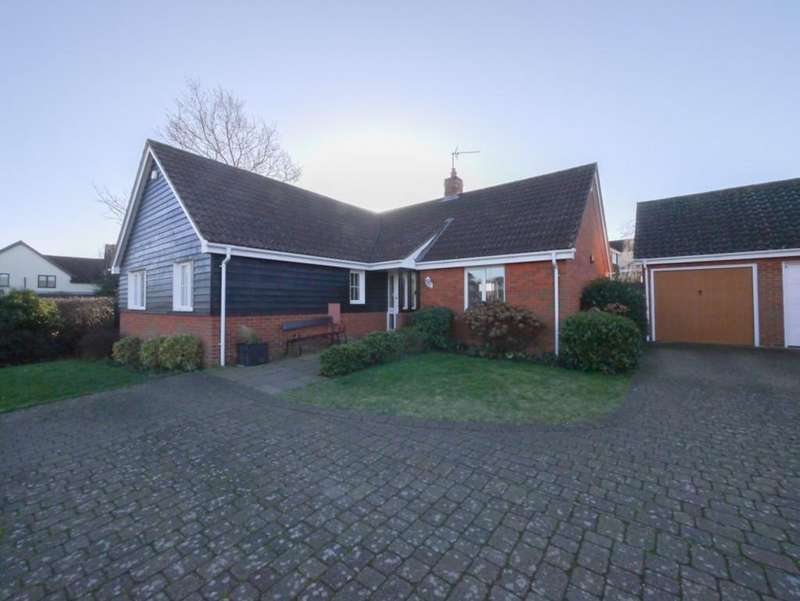 3 Bedrooms Detached Bungalow for sale in Castle Brooks, Framlingham, Suffolk