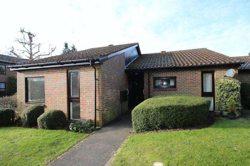 2 Bedrooms Retirement Property for sale in Clarke Place, Elmbridge Village, Cranleigh