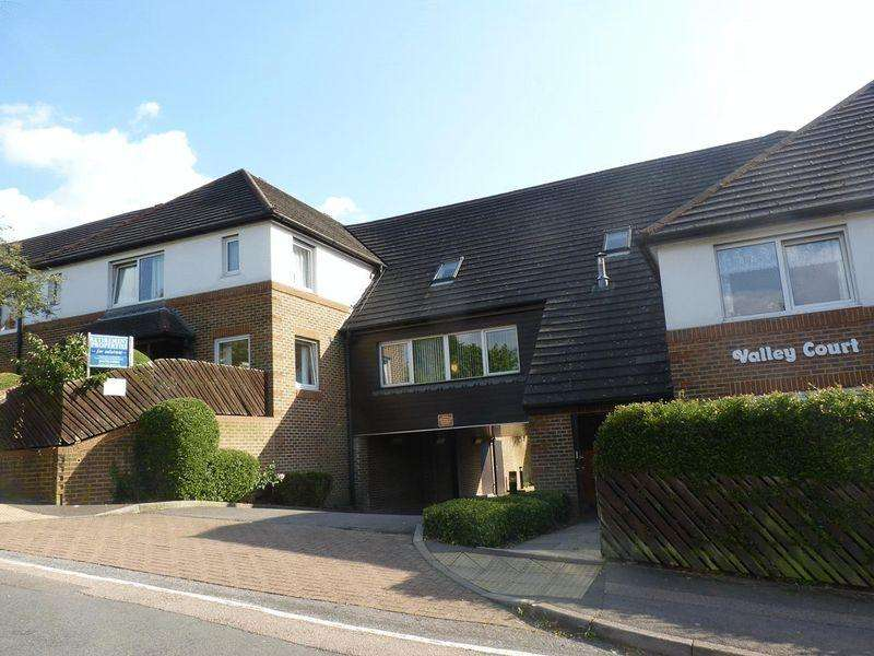 2 Bedrooms Retirement Property for sale in Beechwood Gardens, Caterham