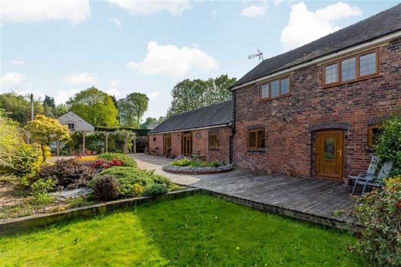 4 Bedrooms Barn Conversion Character Property for sale in Saverley Green, Stoke-on-Trent