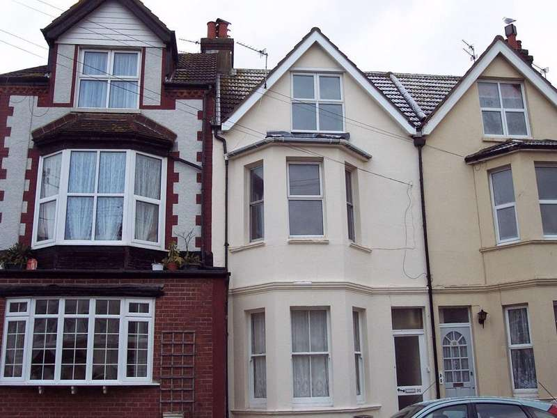 2 Bedrooms Maisonette Flat for rent in Windsor Road, Bexhill-on-Sea, East Sussex
