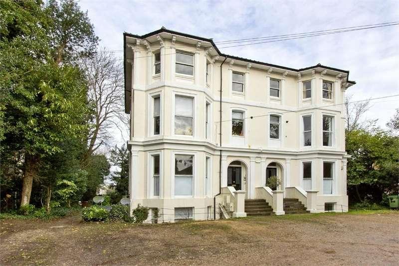3 Bedrooms Flat for sale in Park Road, Southborough, TUNBRIDGE WELLS, Kent
