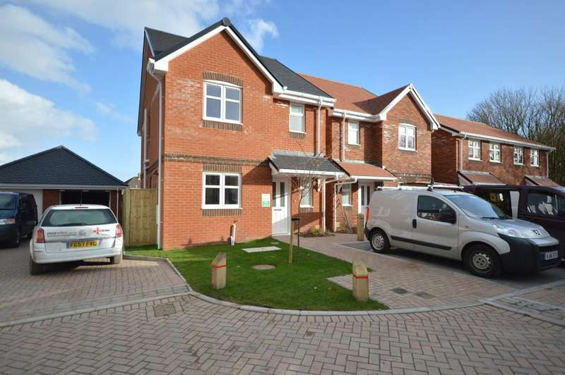 3 Bedrooms Detached House for sale in Gore Road, New Milton