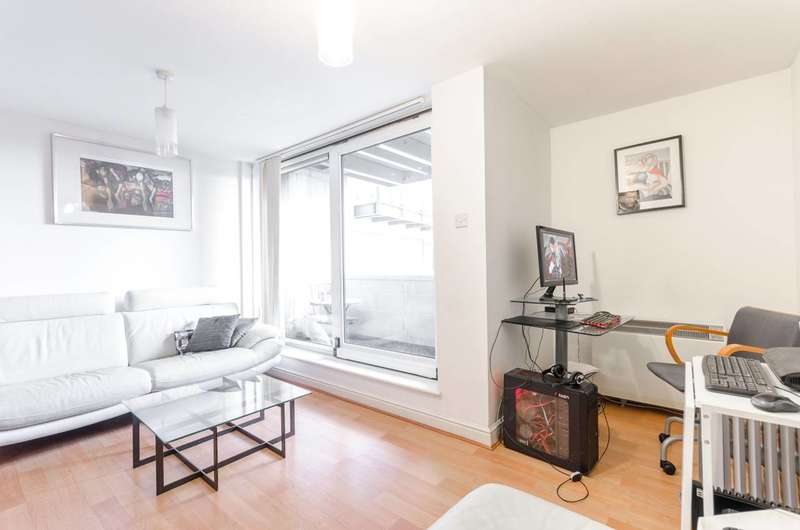 1 Bedroom Flat for sale in Inverness Mews, Gallions Reach, E16