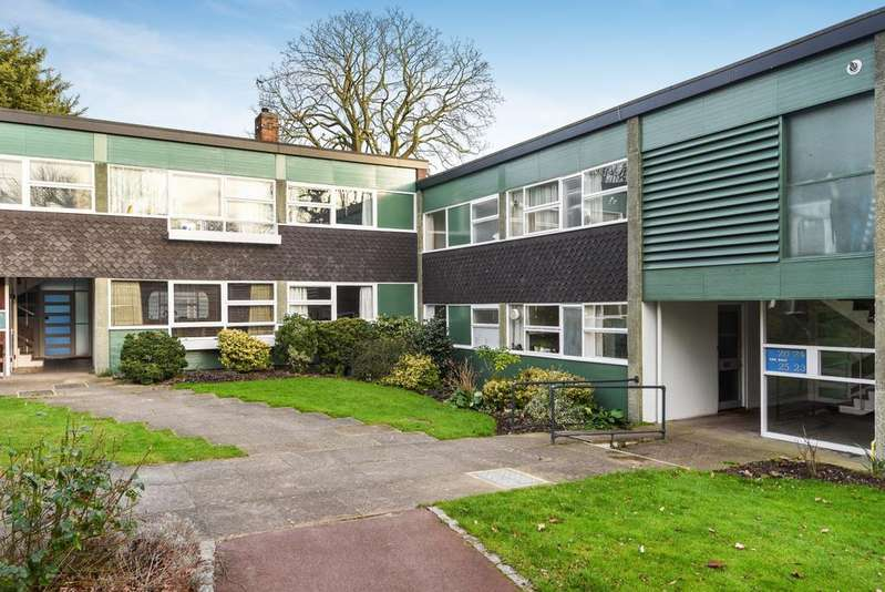2 Bedrooms Flat for sale in Foxes Dale London SE3