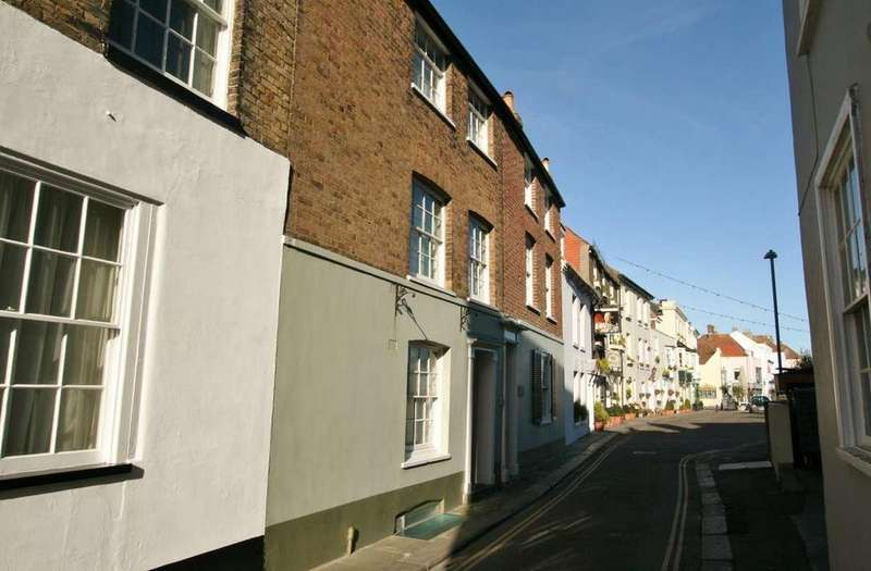 2 Bedrooms Cottage House for sale in Beach Street, Deal