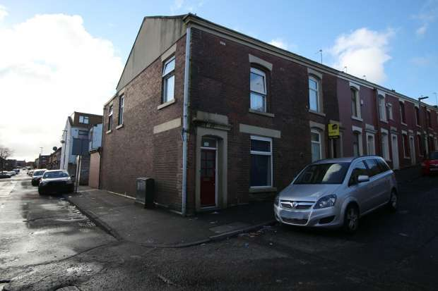4 Bedrooms Property for sale in Boxwood Street, Blackburn, Lancashire, BB1 9TW