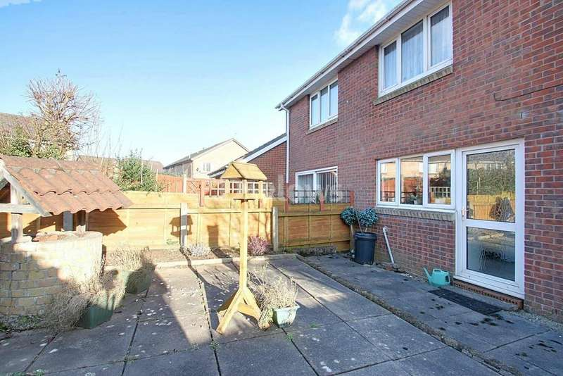 2 Bedrooms End Of Terrace House for sale in Limeslade Close, Fairwater