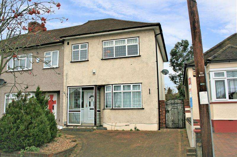 3 Bedrooms Terraced House for sale in Hillfoot Road, Romford