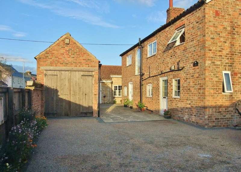 4 Bedrooms Detached House for sale in Hunsingore, Wetherby