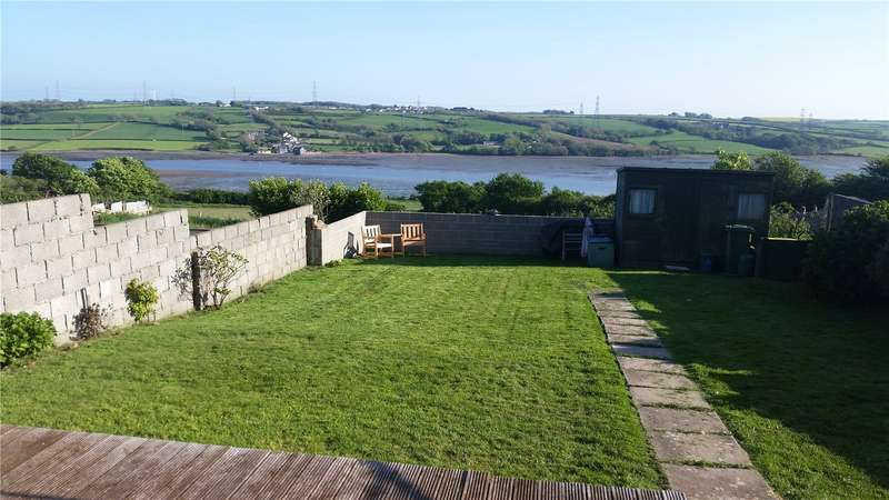 3 Bedrooms Semi Detached House for sale in Stranraer Road, Pennar, Pembroke Dock