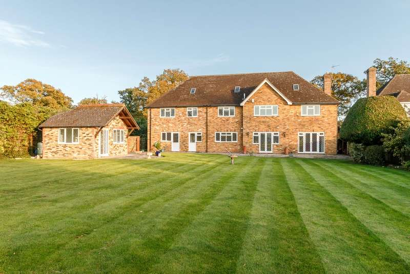 5 Bedrooms Detached House for sale in Castle End Road, Ruscombe, Nr Twyford, Berkshire, RG10