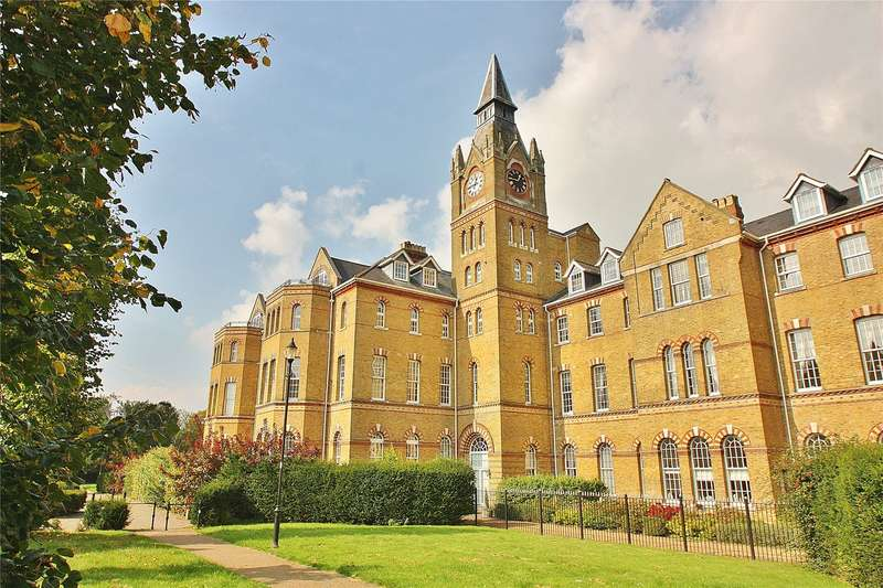 3 Bedrooms Apartment Flat for sale in Florence Court, Florence Way, Knaphill, Woking, GU21