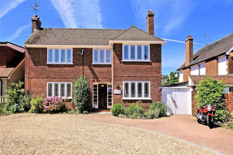 5 Bedrooms Detached House for sale in Chestnut Grove, Woking, Surrey, GU22