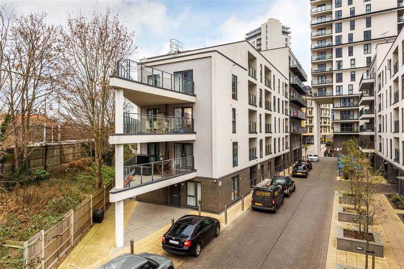 2 Bedrooms Apartment Flat for sale in Nankeville Terrace, Woking, Surrey, GU22
